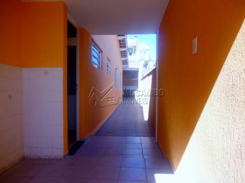 Corredor lateral - Casa À Venda - Itatiba - SP - Bairro do Engenho - FCCA20772 - 8