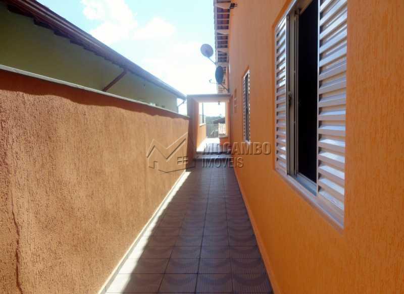Corredor lateral - Casa À Venda - Itatiba - SP - Bairro do Engenho - FCCA20772 - 13