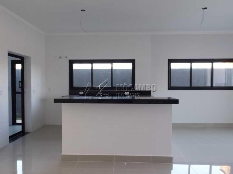 Cozinha Americana - Casa em Condominio À Venda - Itatiba - SP - Residencial Fazenda Serrinha - FCCN30271 - 13