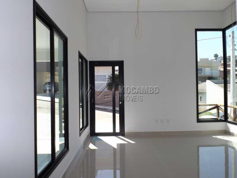 Sala - Casa em Condominio À Venda - Itatiba - SP - Residencial Fazenda Serrinha - FCCN30271 - 4