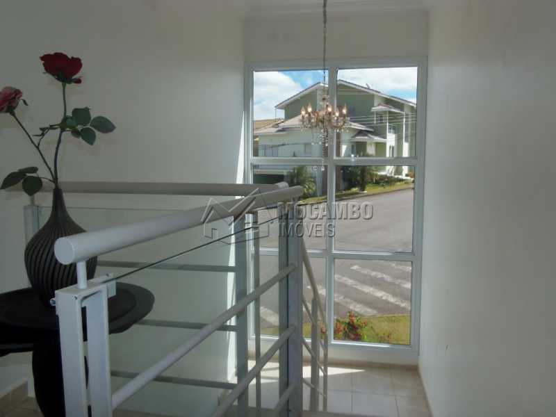 Acesso as Suítes - Casa em Condominio À Venda - Itatiba - SP - Residencial Fazenda Serrinha - FCCN30276 - 10