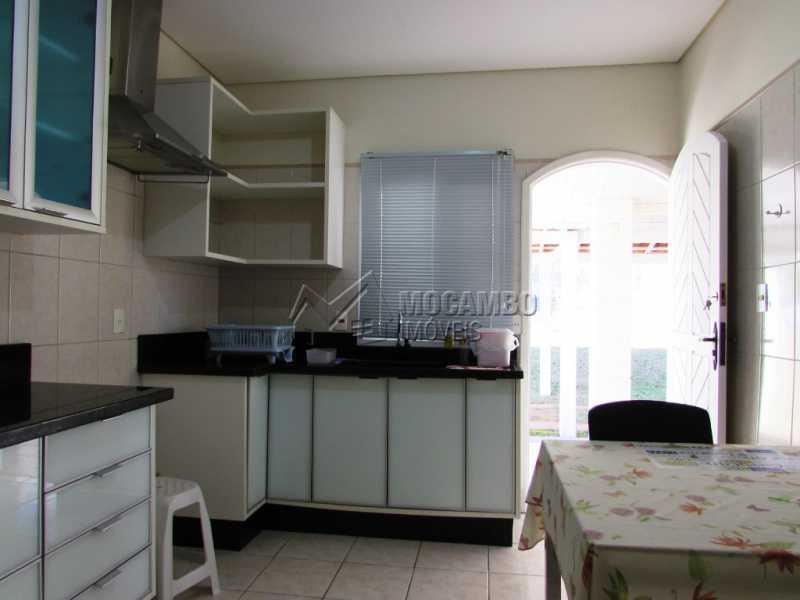 Cozinha - Casa À Venda no Condomínio Ville Chamonix - Jardim Nossa Senhora das Graças - Itatiba - SP - FCCN30281 - 9