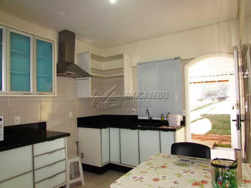 Cozinha - Casa À Venda no Condomínio Ville Chamonix - Jardim Nossa Senhora das Graças - Itatiba - SP - FCCN30281 - 10