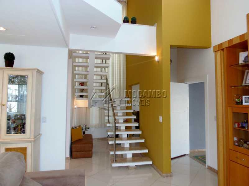 Acesso ao Pavimento Superior - Casa em Condominio À Venda - Itatiba - SP - Residencial Fazenda Serrinha - FCCN30282 - 6