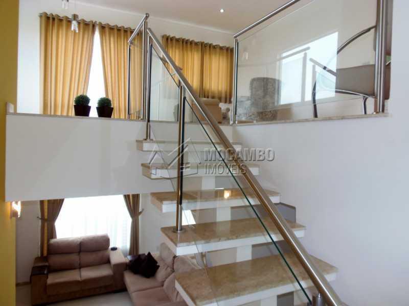 Acesso ao Pavimento Superior - Casa em Condominio À Venda - Itatiba - SP - Residencial Fazenda Serrinha - FCCN30282 - 14