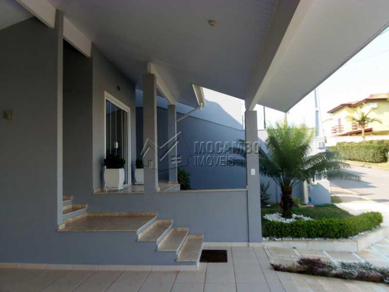 Garagem Coberta - Casa em Condominio À Venda - Itatiba - SP - Residencial Fazenda Serrinha - FCCN30282 - 29