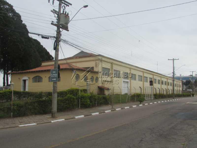 Área Externa - Galpão Para Alugar - Itatiba - SP - Jardim Santo Antônio - FCGA00122 - 1