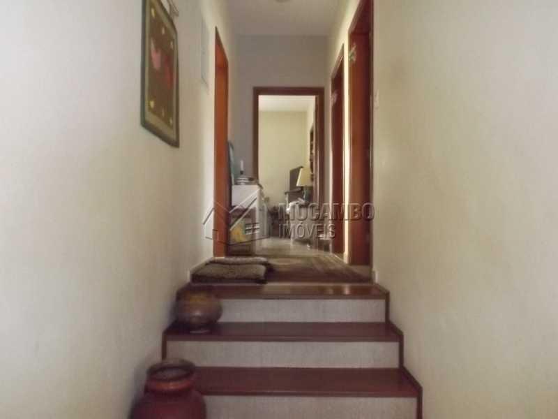 Corredor - Casa À Venda no Condomínio Itatiba Country Club - Residencial Fazenda Serrinha - Itatiba - SP - FCCN40091 - 6