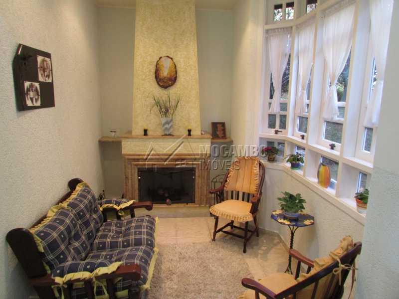 Sala com lareira - Casa À Venda no Condomínio Ville Chamonix - Condomínio Ville Chamonix - Itatiba - SP - FCCN60003 - 15