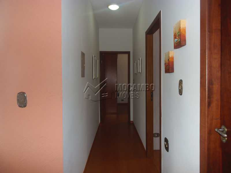 Corredor - Casa À Venda no Condomínio Capela do Barreiro - Capela do Barreiro - Itatiba - SP - FCCN30284 - 10