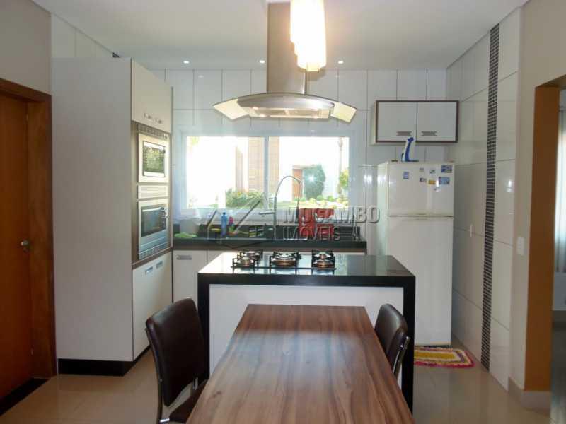 Cozinha Planejada - Casa em Condomínio Bosque dos Pires, Rodovia Alkindar Monteiro Junqueira,Itatiba, Bairro Sítio da Moenda, SP À Venda, 3 Quartos, 241m² - FCCN30286 - 9