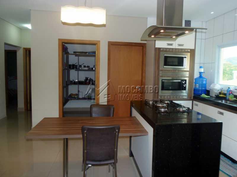 Cozinha Planejada - Casa em Condomínio Bosque dos Pires, Rodovia Alkindar Monteiro Junqueira,Itatiba, Bairro Sítio da Moenda, SP À Venda, 3 Quartos, 241m² - FCCN30286 - 10