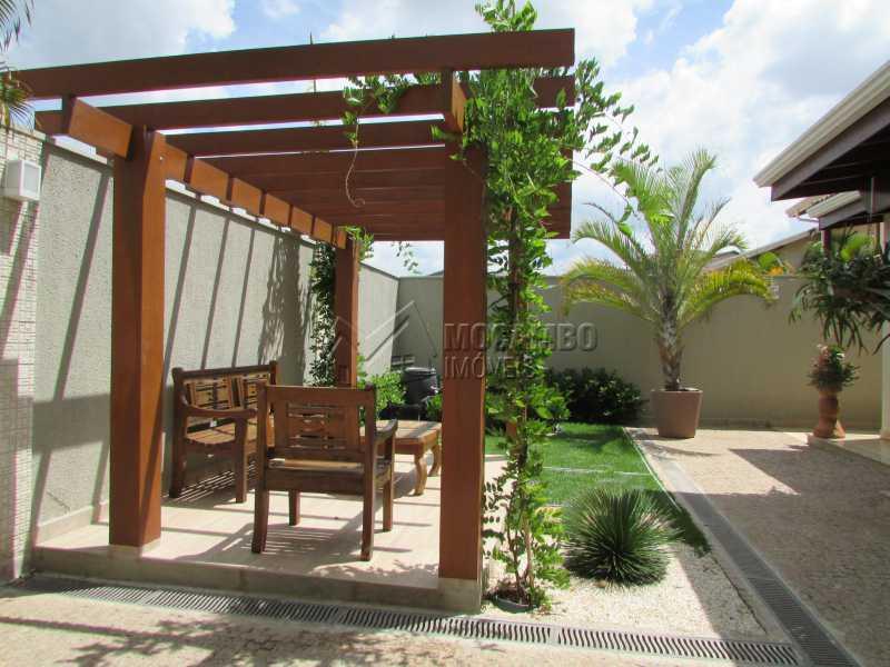 Quintal  - Casa À Venda no Condomínio Itatiba Country Club - Residencial Fazenda Serrinha - Itatiba - SP - FCCN30311 - 21