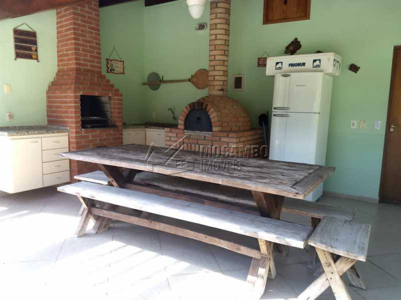 Área de Churrasqueira - Casa Para Alugar no Condomínio Capela do Barreiro - Capela do Barreiro - Itatiba - SP - FCCN30317 - 20