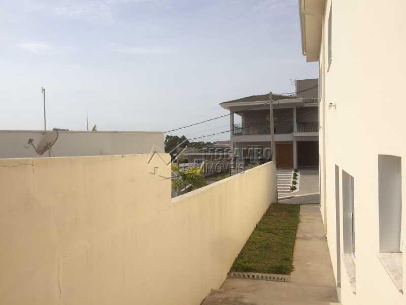 Corredor lateral - Casa em Condomínio 3 quartos à venda Itatiba,SP - R$ 1.400.000 - FCCN30330 - 25