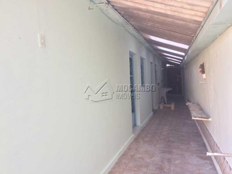 Corredor lateral - Casa À Venda - Itatiba - SP - Parque Tescarollo - FCCA20997 - 4
