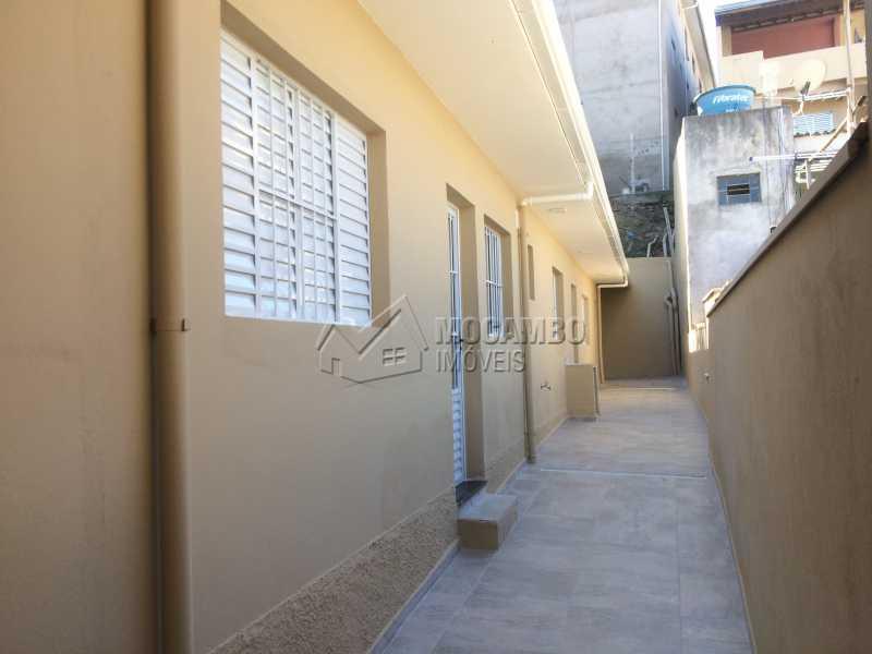 Corredor lateral - Casa Itatiba,Parque São Francisco,SP À Venda,2 Quartos,80m² - FCCA21020 - 1