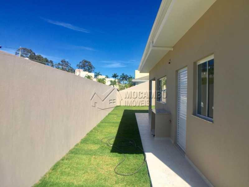 Corredor externo - Casa À Venda no Condomínio Itatiba Country Club - Residencial Fazenda Serrinha - Itatiba - SP - FCCN30343 - 7