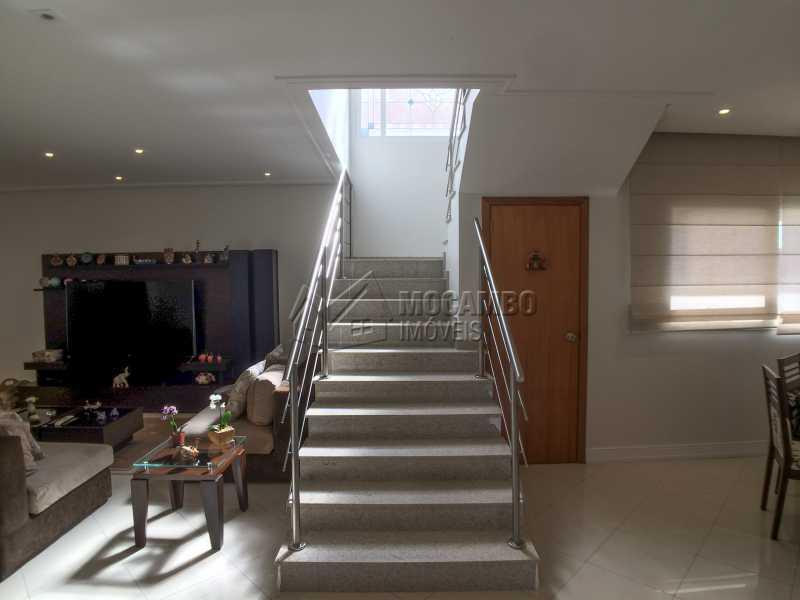 Acesso piso superior - Casa À Venda no Condomínio Terras de Santa Cruz - Jardim Alto de Santa Cruz - Itatiba - SP - FCCN30348 - 14