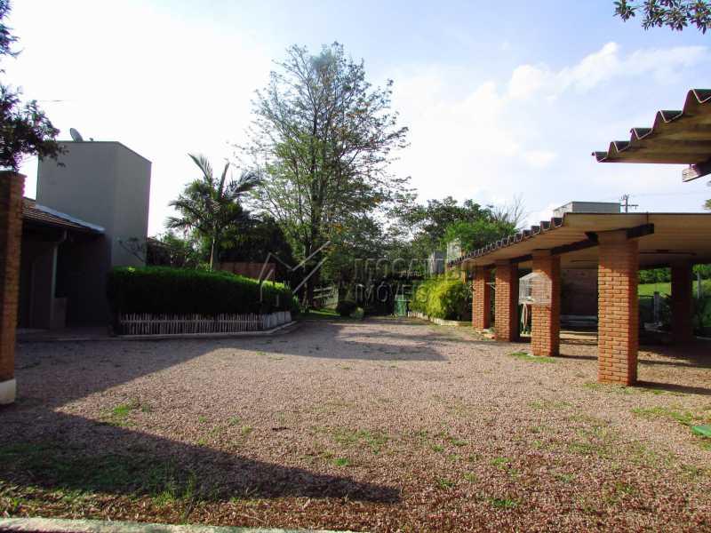Frente da garagem - Casa Para Alugar no Condomínio Itaembú - Sítio da Moenda - Itatiba - SP - FCCN30361 - 24