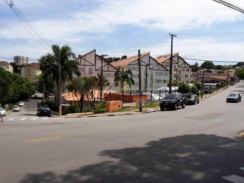 vista externa da rua - Apartamento 3 quartos à venda Itatiba,SP - R$ 258.000 - FCAP30460 - 16
