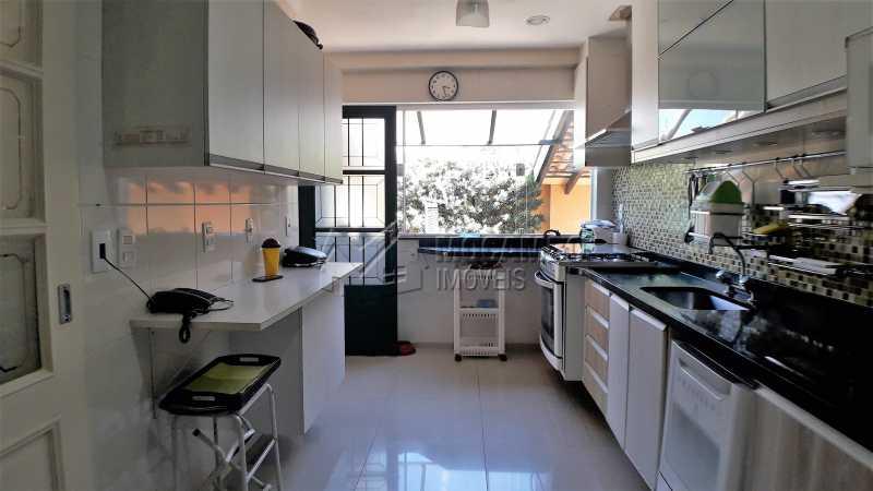 Cozinha - Casa À Venda no Condomínio Ville Chamonix - Jardim Nossa Senhora das Graças - Itatiba - SP - FCCN40126 - 22