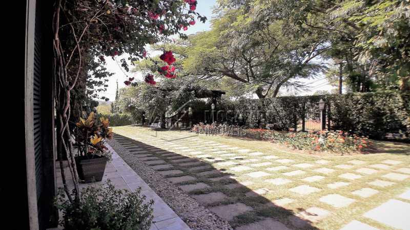 Área Externa - Casa À Venda no Condomínio Ville Chamonix - Jardim Nossa Senhora das Graças - Itatiba - SP - FCCN40126 - 3