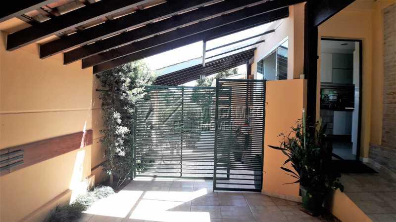 Fachada Lateral  - Casa À Venda no Condomínio Ville Chamonix - Jardim Nossa Senhora das Graças - Itatiba - SP - FCCN40126 - 24