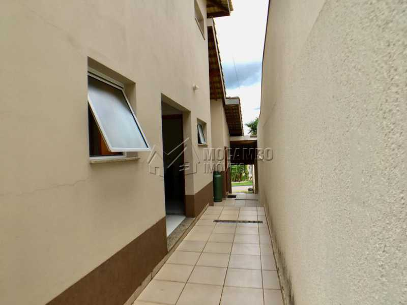Corredor - Casa em Condomínio 4 Quartos À Venda Itatiba,SP - R$ 680.000 - FCCN40128 - 25