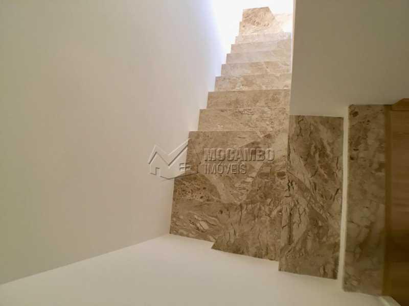 Escada - Casa em Condominio À Venda - Itatiba - SP - Loteamento Rei de Ouro - FCCN30393 - 7