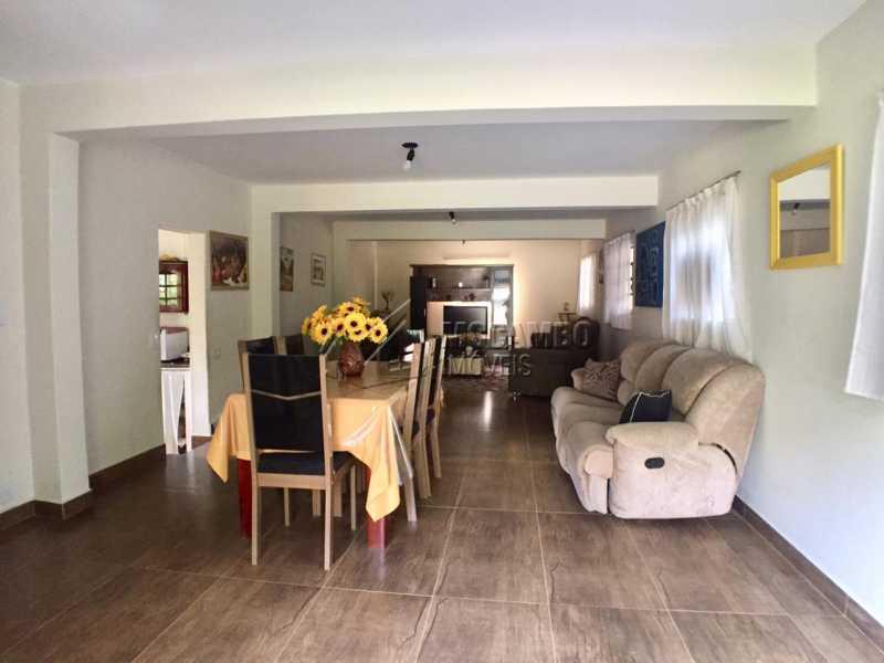 Sala - Casa em Condomínio 6 Quartos À Venda Itatiba,SP - R$ 830.000 - FCCN60008 - 3