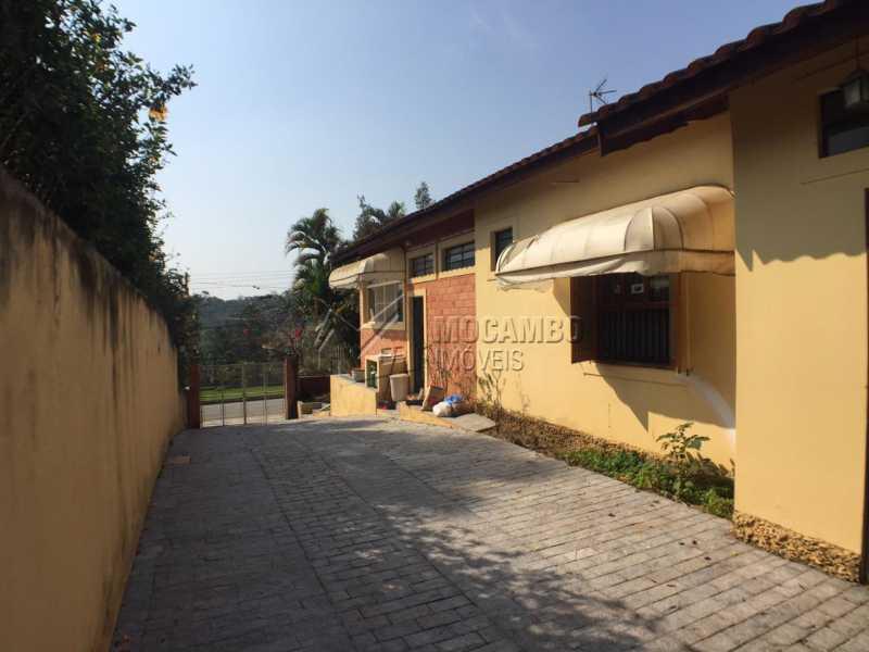 Corredor lateral - Casa em Condomínio 4 quartos à venda Itatiba,SP - R$ 900.000 - FCCN40141 - 8