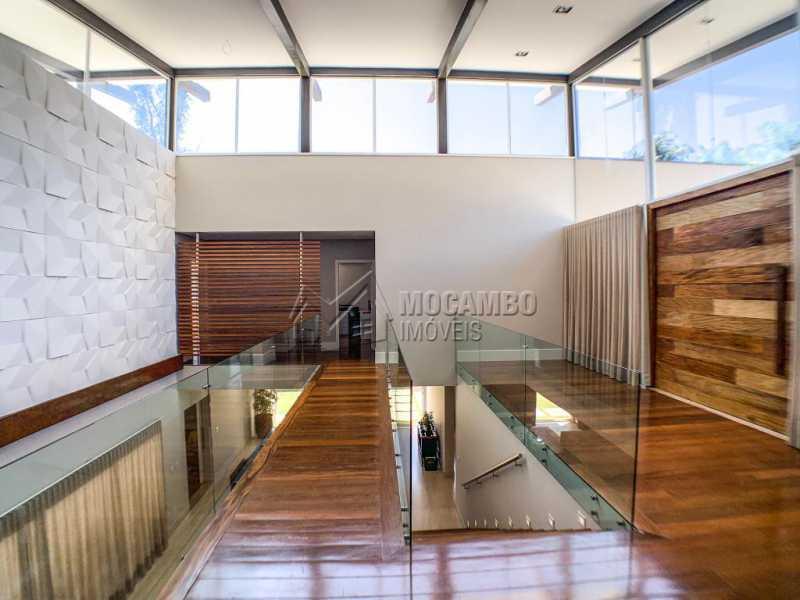 Acesso aos dormitórios - Casa em Condomínio Ville Chamonix, Itatiba, Ville Chamonix, SP À Venda, 5 Quartos, 692m² - FCCN50034 - 11