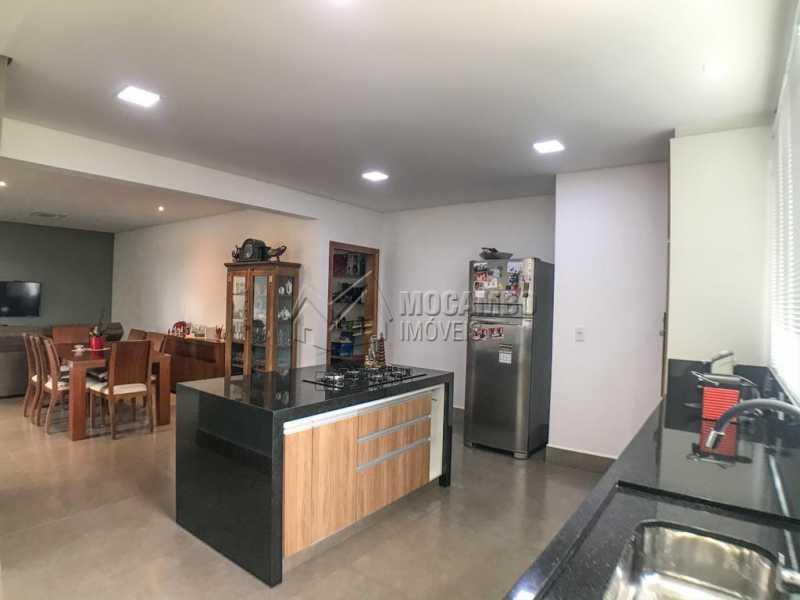 Cozinha / Copa - Casa em Condomínio Sete Lagos, Rodovia Dom Pedro I,Itatiba, Bairro Sítio da Moenda, SP À Venda, 3 Quartos, 285m² - FCCN30441 - 5
