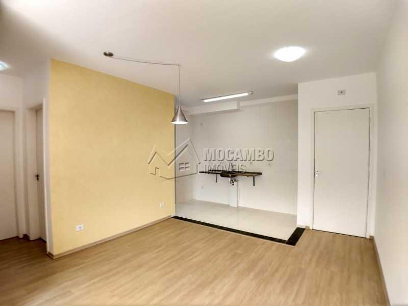 Sala - Apartamento Condomínio Edifício Mirante de Itatiba II, Itatiba, Loteamento Santo Antônio, SP Para Alugar, 2 Quartos, 55m² - FCAP21079 - 3