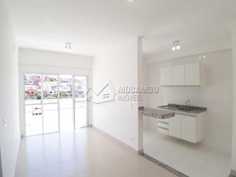 Sala // Cozinha - Apartamento Condomínio Finezzi Residence, Itatiba, Nova Itatiba, SP Para Alugar, 2 Quartos, 50m² - FCAP21087 - 4