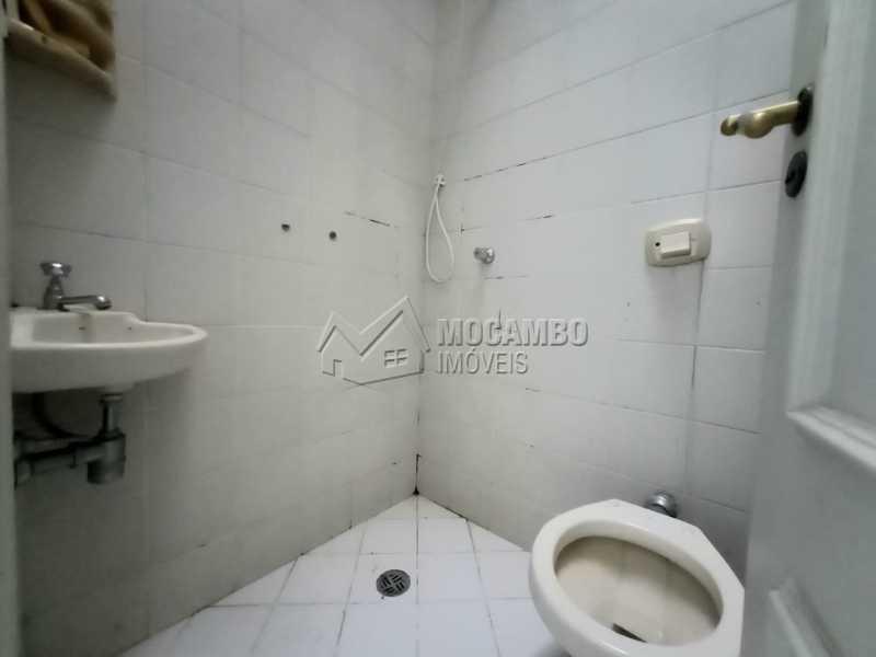 BANHEIRO DA ÁREA DE SERVIÇO - Casa 4 quartos para alugar Itatiba,SP - R$ 4.000 - FCCA40148 - 9