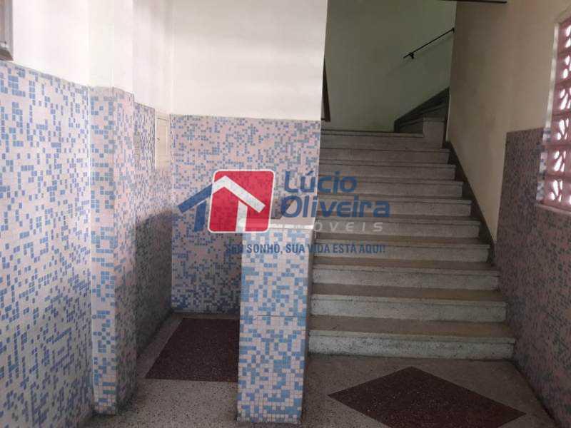 17-Entrada 1 lance escada - Apartamento Avenida Vicente de Carvalho,Penha Circular, Rio de Janeiro, RJ À Venda, 2 Quartos, 68m² - VPAP21167 - 18