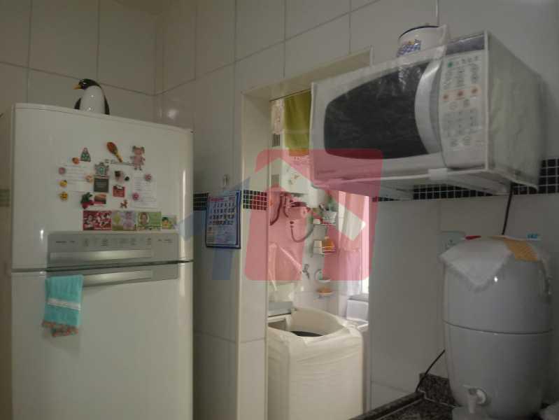 16 - Exelente oportunidade para quem busca imóvel em condominio fechado !!! Duas casas no mesmo terreno pelo preço de uma!! primeiro imovel composto de: varanda, sala, boa circulação, dois dormitorios, banheiro social, cozinha área de serviço separada e qui - VPAP21704 - 17