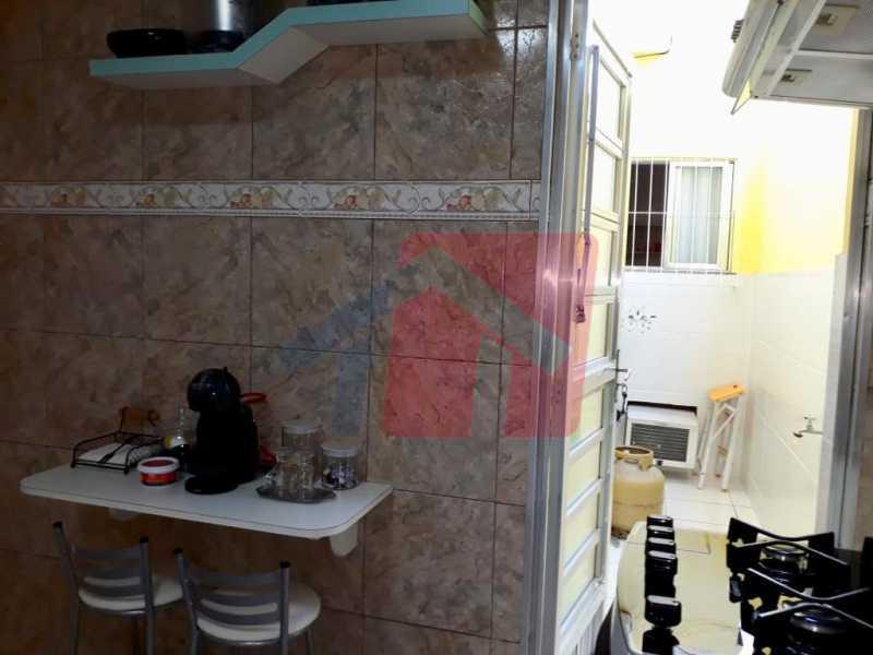 26 - Linda casa de fundos em vila com apenas quatro casas todas reformadas, composta de boa sala, dois ambientes, dois dormitorios, cozinha com armario, duas áreas de serviço, lavanderia chuveiro para lazer, banheiro social, terraço completo com uma exelente - VPCV20077 - 27