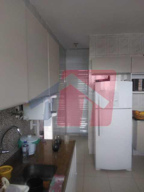 cozinha 3 - Casa toda moderna e acochegante, compposta por dois quartos, cozinha ampla, banheiro social com blindex, área de serviço com banheiro, sala ampla, varanda com boa localização - VPAP21709 - 11