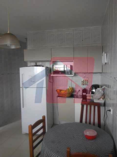 cozinha 4 - Casa toda moderna e acochegante, compposta por dois quartos, cozinha ampla, banheiro social com blindex, área de serviço com banheiro, sala ampla, varanda com boa localização - VPAP21709 - 12