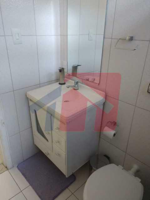 Banheiro. - Ótimo apartamento em madureira de fundos e um local extremamente calmo, sem barulho composto de sala, corredos dos quartos, cozinha, banheiro social, área de serviço - VPAP21713 - 9