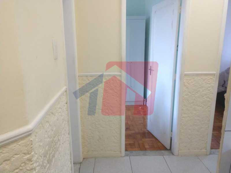 Corredor. - Ótimo apartamento em madureira de fundos e um local extremamente calmo, sem barulho composto de sala, corredos dos quartos, cozinha, banheiro social, área de serviço - VPAP21713 - 6