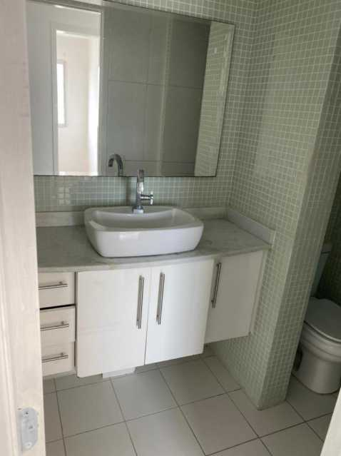 Banheiro social - Exelente apartamento em Del Castilho em condominio fechado, alto sol da manha, com sala dois ambientes e varanda, dois quartos com um armario planejado, banheiro completo social, cozinha com armario olanejado, área de serviço e vaga na escritura, condomin - VPAP21728 - 6