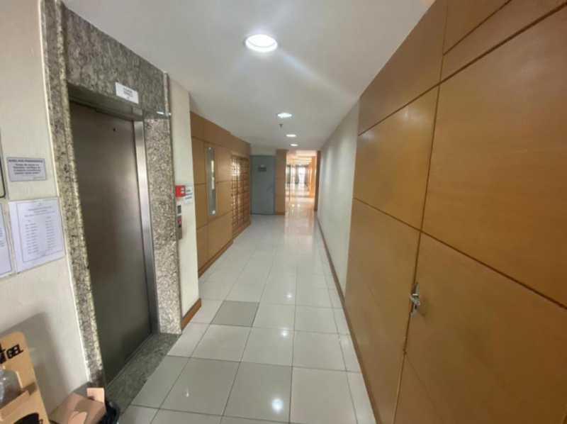 Corredor - Exelente apartamento em Del Castilho em condominio fechado, alto sol da manha, com sala dois ambientes e varanda, dois quartos com um armario planejado, banheiro completo social, cozinha com armario olanejado, área de serviço e vaga na escritura, condomin - VPAP21728 - 9