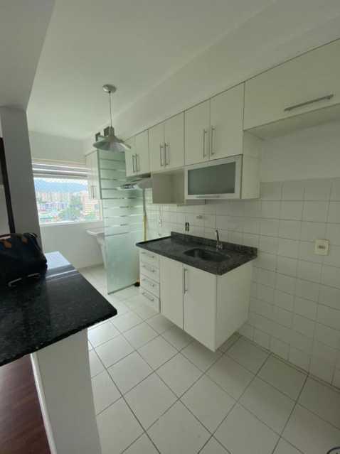 Cozinha - Exelente apartamento em Del Castilho em condominio fechado, alto sol da manha, com sala dois ambientes e varanda, dois quartos com um armario planejado, banheiro completo social, cozinha com armario olanejado, área de serviço e vaga na escritura, condomin - VPAP21728 - 7