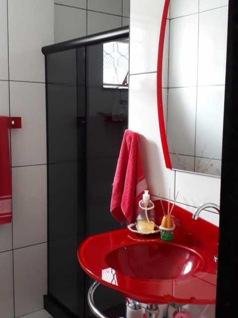 Banheiro - Exelente casa individual pronta para entrar e morar, composta por sala ampla, dois exelentes quartos, banheiro social completo, uma cozinha ampla, área de serviço, uma vaga na garagem, terraço coberto com cozinha americana e um banheiro - VPCA20333 - 9
