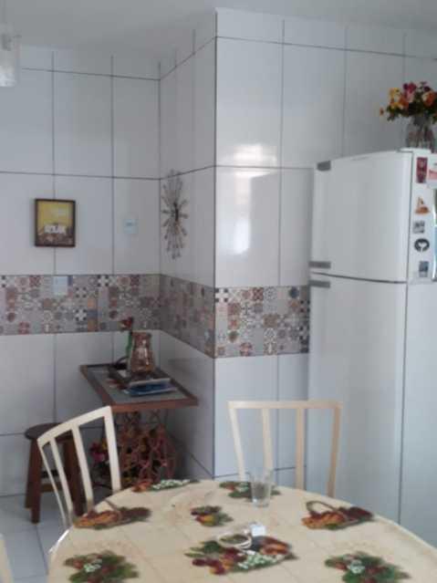 Cozinha. - Exelente casa individual pronta para entrar e morar, composta por sala ampla, dois exelentes quartos, banheiro social completo, uma cozinha ampla, área de serviço, uma vaga na garagem, terraço coberto com cozinha americana e um banheiro - VPCA20333 - 13