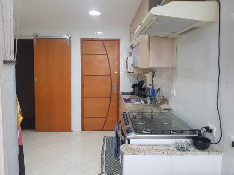 Cozinha... - Extraordinario apartamento no cachambi, sol da manha com outenta metros quadrados composto por sala ampla em dois ambientes, dois xelentes quartos grandes, uma ampla cozinha, banheiro social, dependencias completas de empregada, área de serviço e vaga n - VPAP21732 - 14